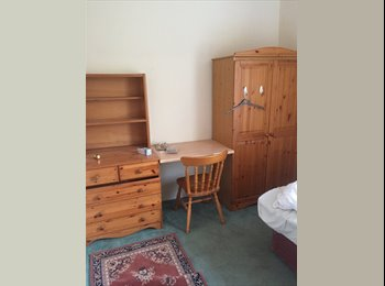 EasyRoommate UK - Look - rent 2 rooms! Bed room and private lounge!!, Bath - £625 pcm