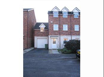 EasyRoommate UK - Double Room to let in Smart Modern Townhouse Regents Park £420pcm incl. bills, Western Docks - £420 pcm