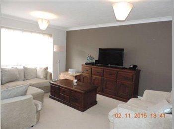 EasyRoommate UK - Room available in lovely Buckhurst Hill flat, Buckhurst Hill - £550 pcm