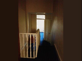 EasyRoommate UK - double room in Walthamstow 5 minutes from Victpria line tube statopn, Walthamstow - £560 pcm
