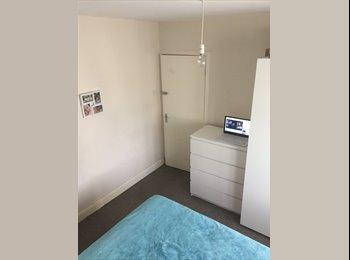 EasyRoommate UK - double room, Newbury Park - £550 pcm