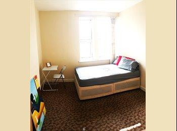 EasyRoommate UK - DOUBLE ROOM IN RUSHEY GREEN, Ladywell - £625 pcm