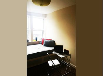 EasyRoommate UK - LARGE DOUBLE ROOM IN RUSHEY GREEN, Ladywell - £625 pcm