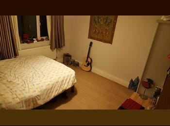 EasyRoommate UK - Summer Sublet , Fortis Green - £635 pcm