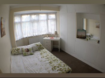 EasyRoommate UK - Immaculate Single Bed-Bright Spacious House, Charlton - £500 pcm