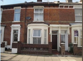 EasyRoommate UK - 2 bedrooms to let in a 3 bed house - 5 mins walk-away from Fratton Train Station, Milton - £550 pcm
