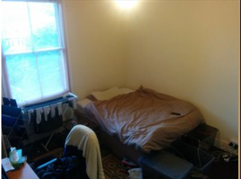 EasyRoommate UK - Spacious Double Room, Very Close to Town Centre, Reading - £550 pcm