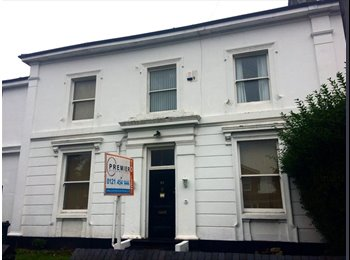 EasyRoommate UK - Double bedroom available to rent in Edgbaston, Ladywood - £98 pcm