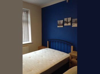 EasyRoommate UK - Large Double Room in Quiet Location, Moss Side - £380 pcm