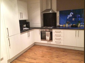 EasyRoommate UK - Great Double, Clapham Common, Clapham - £630 pcm