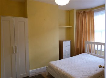 EasyRoommate UK - NEWLY FURNISHED BRIGHT ROOM, BILLS INCLUDED, Norcot - £395 pcm