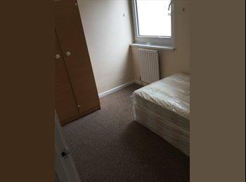 EasyRoommate UK - NO DEPOSIT rooms next to Canning Town Station, Canning Town - £455 pcm