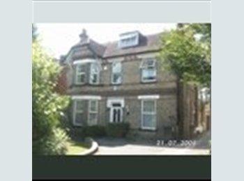 EasyRoommate UK - House share, Waddon - £480 pcm