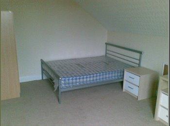 EasyRoommate UK - South Leeds - V Large Room - Grovehall Drive , Beeston - £260 pcm
