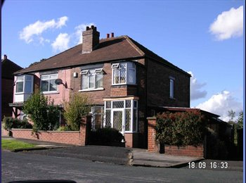 EasyRoommate UK - Young Professional House in Prime Location, Kirkstall - £425 pcm