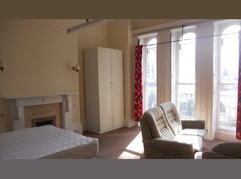 EasyRoommate UK - Large Regency Houseshare, Cheltenham - £440 pcm