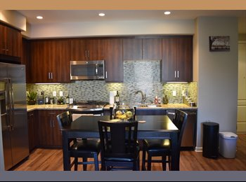 EasyRoommate US - $2000 / 1100ft2 - Female looking to share 2 bd/2 ba *LUXURY APT* Monthly or weekly (Marina Del Rey), Marina del Rey - $2,000 pm