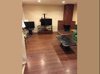 EasyRoommate US - 1 out of 3 bedroom AVAILABLE! , Tustin - $900 pm