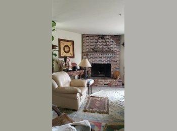 EasyRoommate US - Large Bedroom, Vista - $700 pm