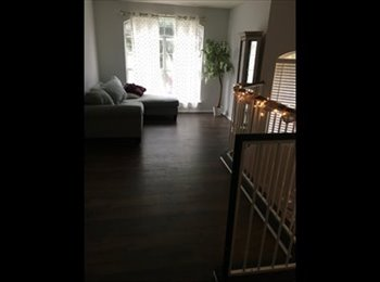 EasyRoommate US - Room, loft/living area, and private bathroom, Hill Country Village - $650 pm