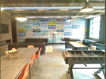 EasyRoommate US - Amazing deal! room for rent in luxury building~gym~rooftops~lounge~must see space!!!, Bushwick - $917 pm