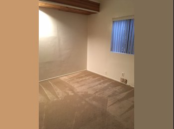 EasyRoommate US - 2 rooms and private bath; kitch and laundry privileges, Valley Glen - $880 pm
