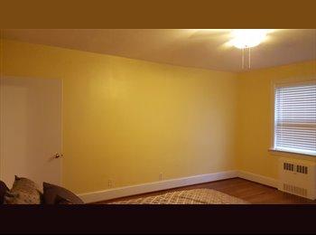EasyRoommate US - Huge Master bedroom | Private Bath | W I C, Norfolk - $650 pm