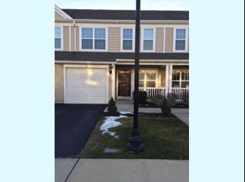 EasyRoommate US - condo share in NE Massapequa with older woman, Copiague - $800 pm