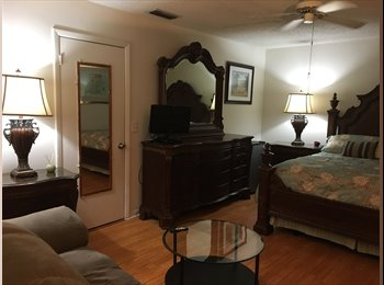 EasyRoommate US - Lovely spacious Townhouse , Davie - $950 pm