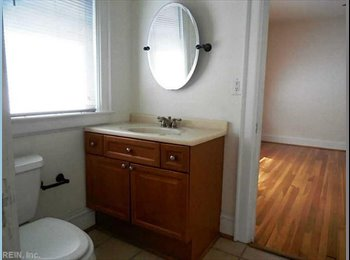 EasyRoommate US - 700 sqr ft bedroom with private entrance, Norfolk - $850 pm