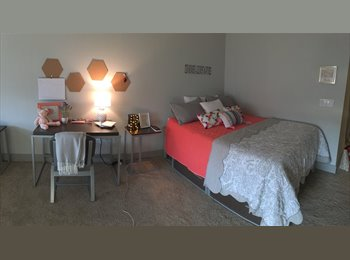 EasyRoommate US - SHARED ROOM IN AMAZING COMPLEX, Rolando - $620 pm