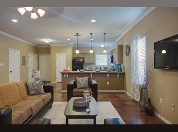 EasyRoommate US - The Estates Student Housing First Month Free, Northwest Side - $625 pm