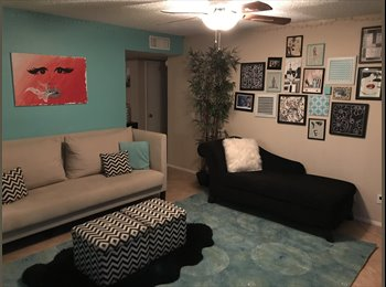EasyRoommate US - 1 or 2 rooms -house with pool!, Green Acres Park - $600 pm