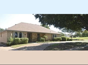 EasyRoommate US - Country club with pool and golf course view, Addison - $1,150 pm