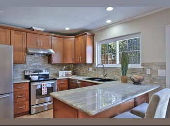 EasyRoommate US - Rooms for Rent In a Beautiful Remodeled Townhouse $800 , Union City - $800 pm