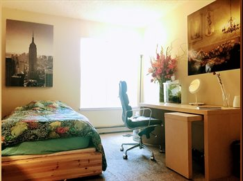 EasyRoommate US - Master Bedroom with Pool and Gym access, North Fair Oaks - $1,400 pm