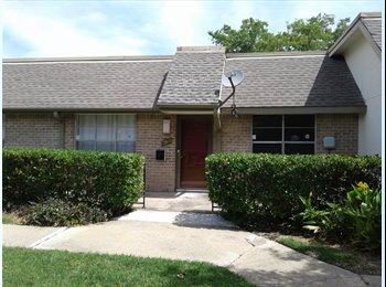EasyRoommate US - Townhouse with available one room (10'10, North Dallas - $700 pm
