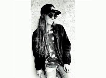 EasyRoommate US - Holly - 20 - San Diego