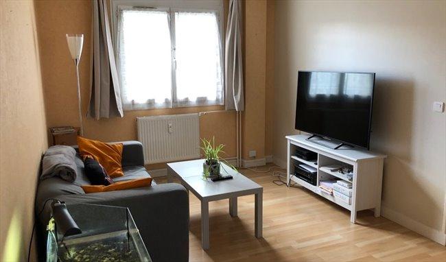 Colocation cergy 01 07 chambre meubl e 12 m2 cergy for Chambre a louer cergy