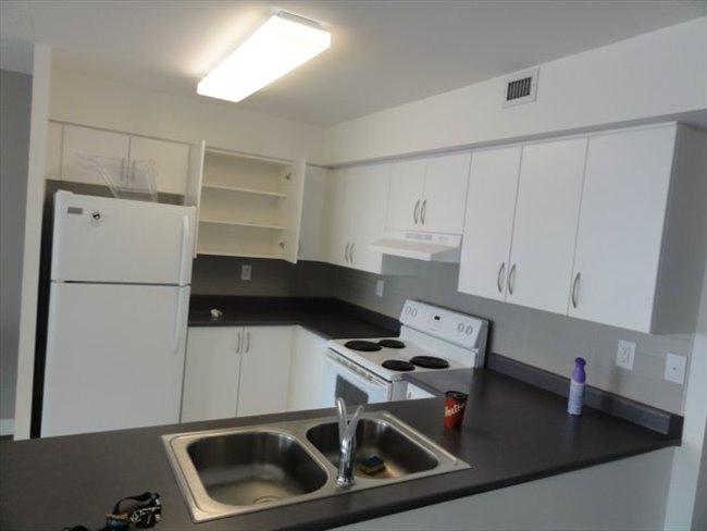 Room for rent in Canada - Bathurst&Front Private Room $900 Shared Room $550 - Image 8