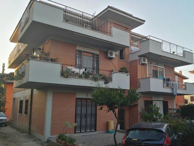 Stanze e Posti Letto in Affitto - Casilino Prenestino - Singole in Attico Ristrutturato   EasyStanza - Image 1