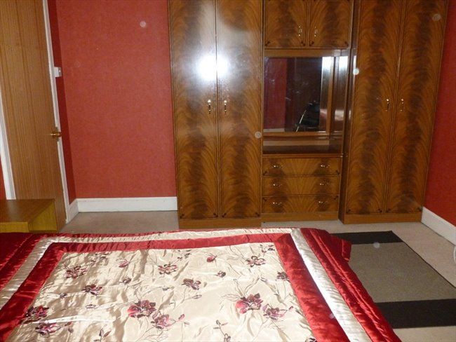 Room to rent in Dumfries -   Large double rooms to rent in town centre - Image 3