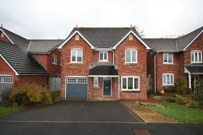 Room to rent in Whitehaven - Large Furnished En-suite Room In Spacious House - Bills included - Very Nice House - Image 1