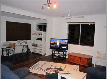 EasyRoommate AU - G'stone great air con room Foxtel - avail - NOW!, Clinton - $145 pw