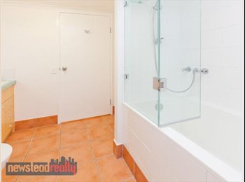 EasyRoommate AU - Private room with own bathroom, Spring Hill - $270 pw
