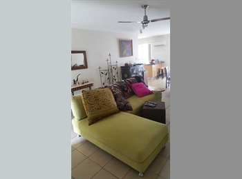 EasyRoommate AU - VIEWS AND CLOSE TO TOWN, Nambour - $180 pw