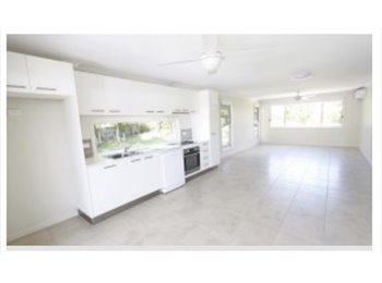 EasyRoommate AU - Room for rent!!!, Nambour - $250 pw
