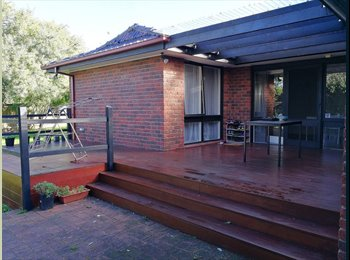 EasyRoommate AU - 1 single bedroom for lease at Mulgrave, buses straight to Monash Uni Chadstone, Lysterfield South - $150 pw