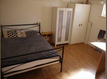 EasyRoommate AU - 3 months - Maroubra/Pagewood - Master bedroom, Kingsford - $190 pw