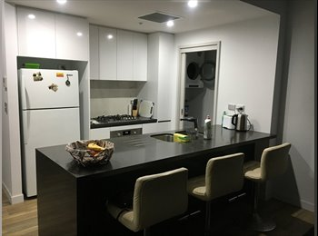 EasyRoommate AU - Share room in great apartment in Mascot, Rosebery - $200 pw